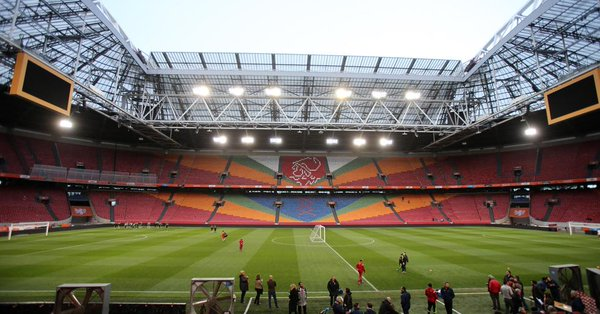 Para reconocer al fallecido y talentoso futbolista holandés Johan Cruyff, el estadio del Ajax llevará su nombre. (Foto Prensa Libre).