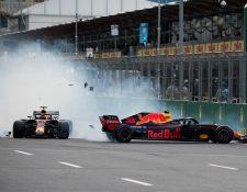 Verstappen y Ricciardo protagonizaron un insólito accidente. (Foto Prensa Libre: Twitter @F1)