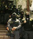 Guardias del Sistema Penitenciario ingresan a cárcel de la zona 18 para requisa a pandilleros. (Foto Prensa Libre: DGSP)