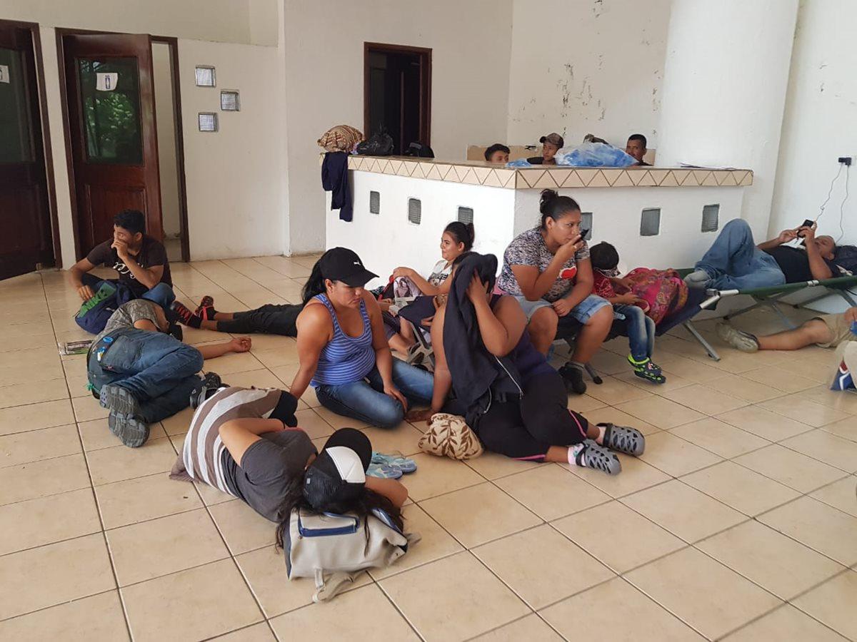 Los migrantes hondureños llegan a Tecún Umán, San Marcos, en busca de pasar a territorio mexicano. (Foto Prensa Libre: Whitmer Barrera)