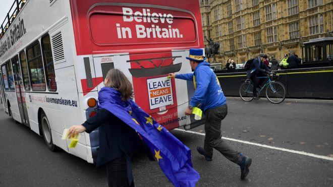 ¿Llegará el autobús del Brexit a su destino? AFP