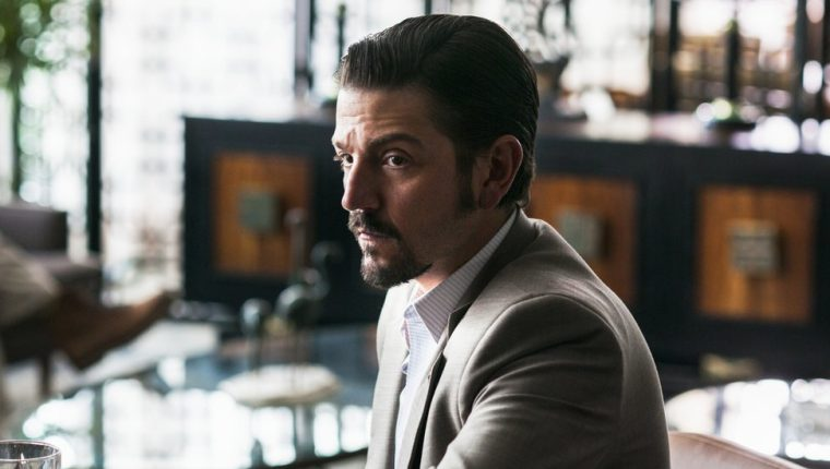 "Diego Luna interpreta a Miguel Ángel Félix Gallardo, el ""Jefe de jefes"" del narco mexicano. (FOTO PRENSA LIBRE: NETFLIX)"