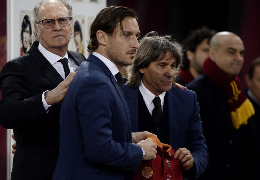 Francisco Totti y Bruno Conti, dos leyendas de la Roma. (Foto Prensa Libre: AFP).