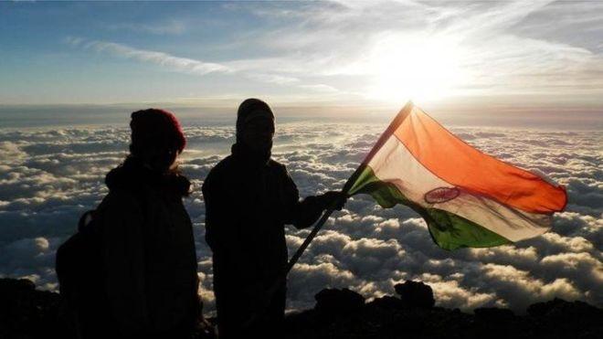 La pareja dice que completó el ascenso de 8.850 metros el 23 de mayo pasado. MAKALU ADVENTURE