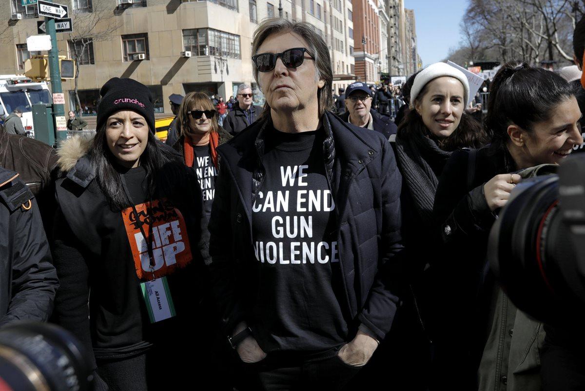 Paul McCartney protesta contra las armas y recuerda a Lennon