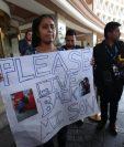 Elsa Johanna Ortiz Enríquez, de 25 años, pide que le devuelvan a su hijo, Anthony, de 8 años, de quien fue separada en la frontera. (Foto Prensa Libre: Esbin García)