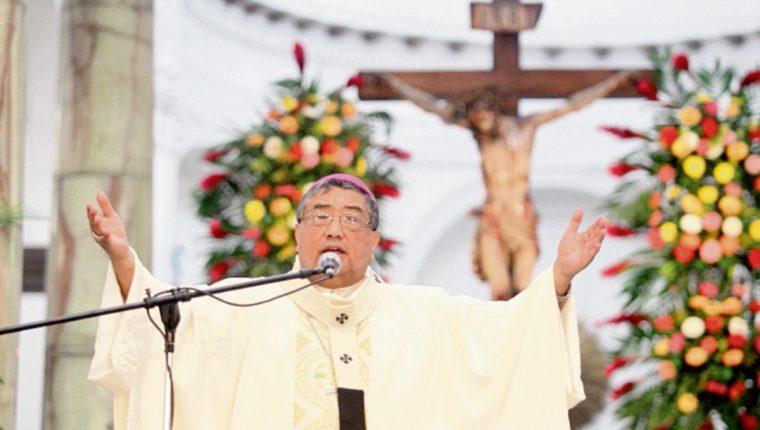 Óscar Vian,  arzobispo metropolitano, celebra la misa en la Catedral.