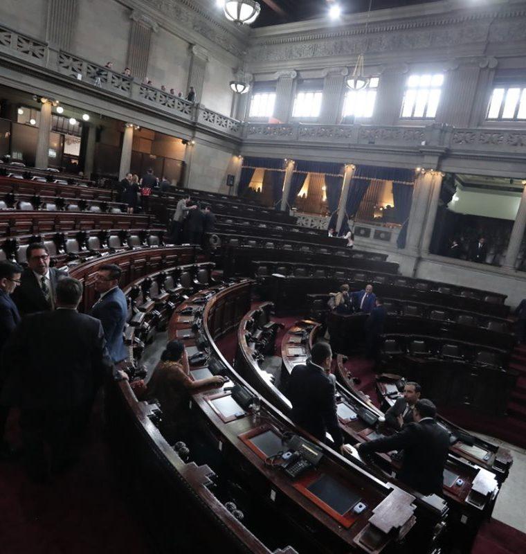 No se descarta que la negociación para revivir el transfuguismo continué durante el fin de semana. (Foto Prensa Libre: Juan Diego González)