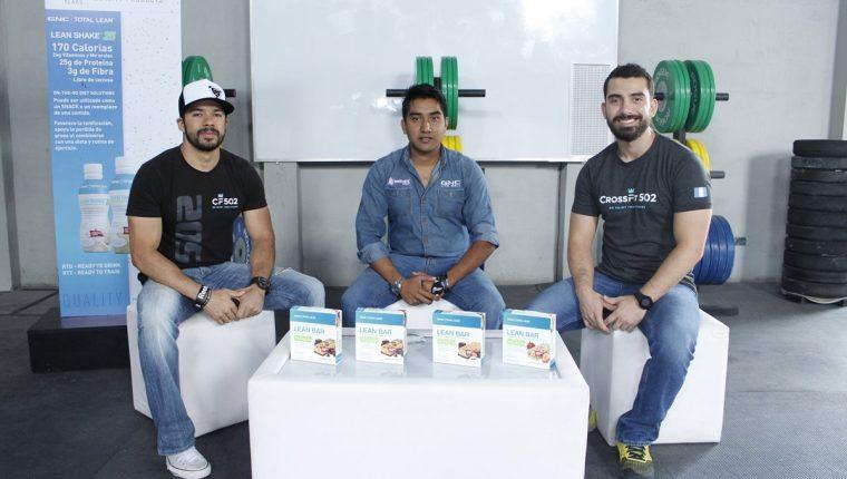Ricky Rossal,Marlon Colman y Luis González durante la presentación del evento. (Foto Prensa Libre: Cortesía CrossFit 502)