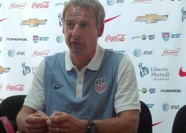 Jürgen Klinsmann entrenador de Estados Unidos, se enfoca en Guatemala. (Foto Prensa Libre: Jeniffer Gómez)