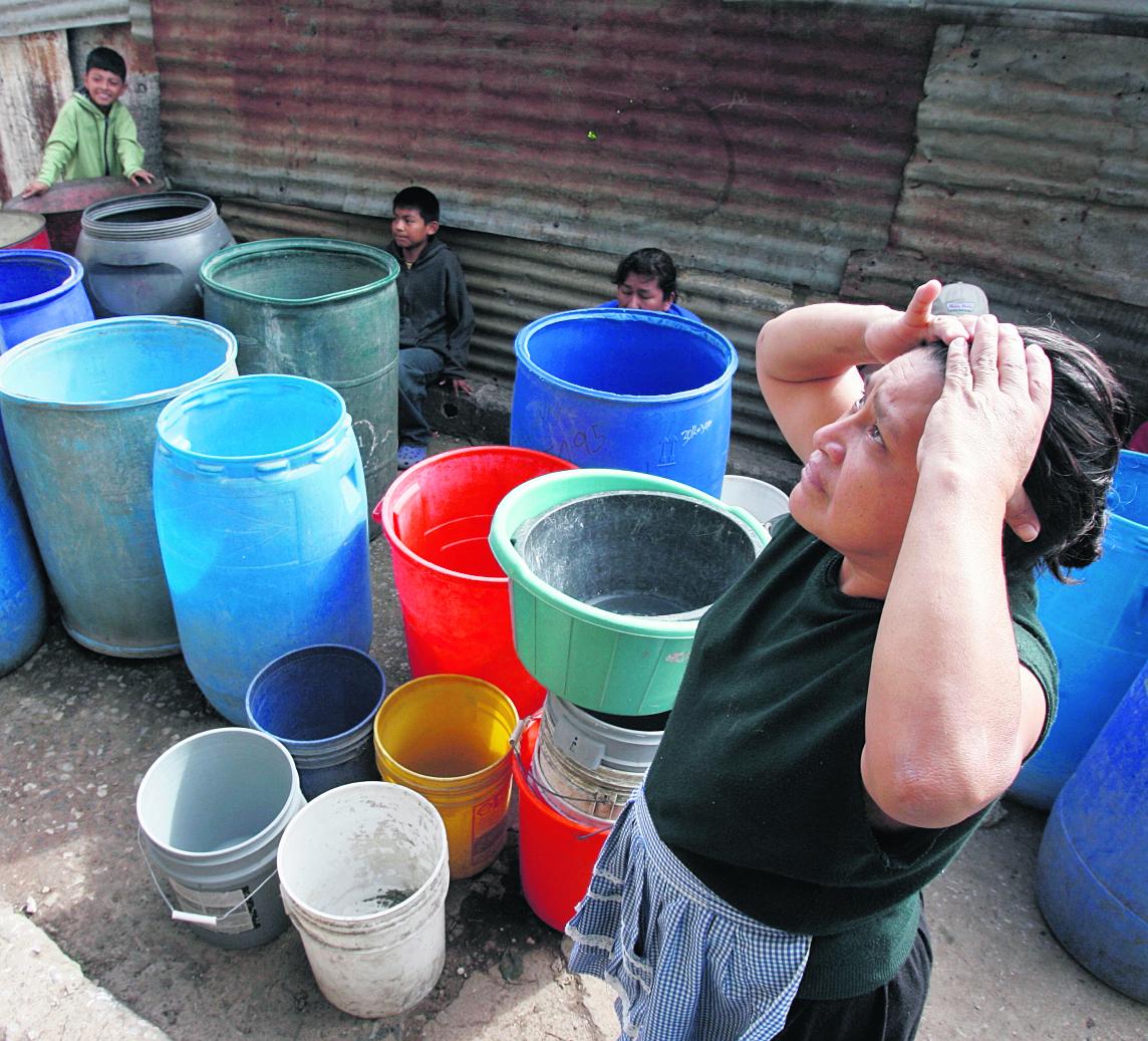 Servicio de agua irregular en 12 zonas de la capital