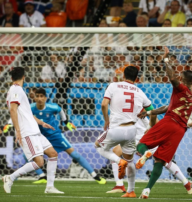 "Ricardo Quaresma anotó un golazo de ""tres dedos"" para abrir el marcador en favor de Portugal. (Foto Prensa Libre: EFE)"