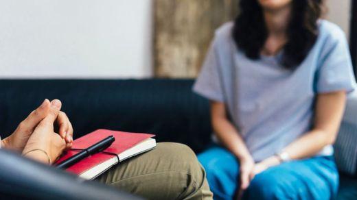 Buscar asistencia psicológica puede ayudar a enfrentar situaciones dolorosas relacionadas con la sexualidad. ISTOCK