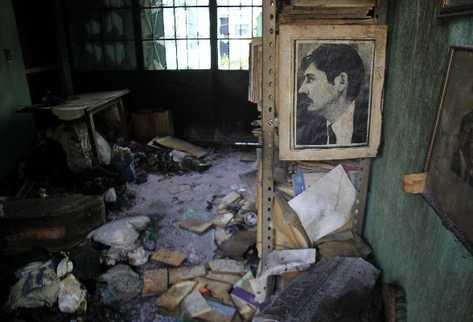 El retrato  del poeta Carlos Zipfel y García es mudo testigo del siniestro.