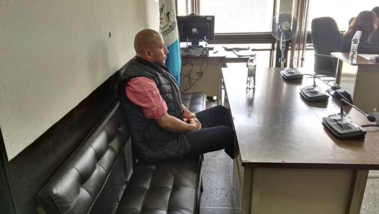Marlon Monroy, alias el Fantasma, aguarda en el Tribunal Quinto en la Torre de Tribunales. (Foto Prensa Libre)