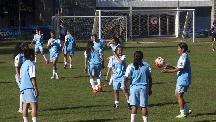 La selección femenina Sub 17 buscará uno de los tres boletos para asistir a la cita mundialista. (Foto Prensa Libre: Norvin Mendoza)