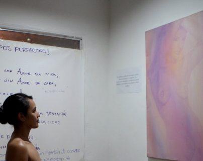 El artista colombiano Rafael Sandoval es el creador de la muestra Medellín se desnuda. (Foto Prensa Libre: EFE).