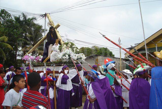 Procesión de Jesús Nazareno, Viernes Santo en Livingston, Izabal. (Foto: Néstor Galicia)