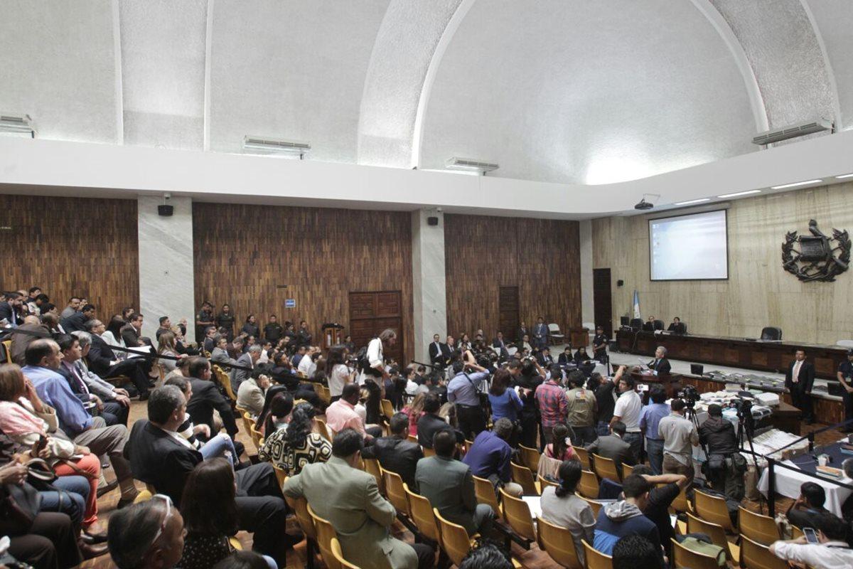 Presentan amparos contra ley conocida como de aceptación de cargos aprobada por diputados
