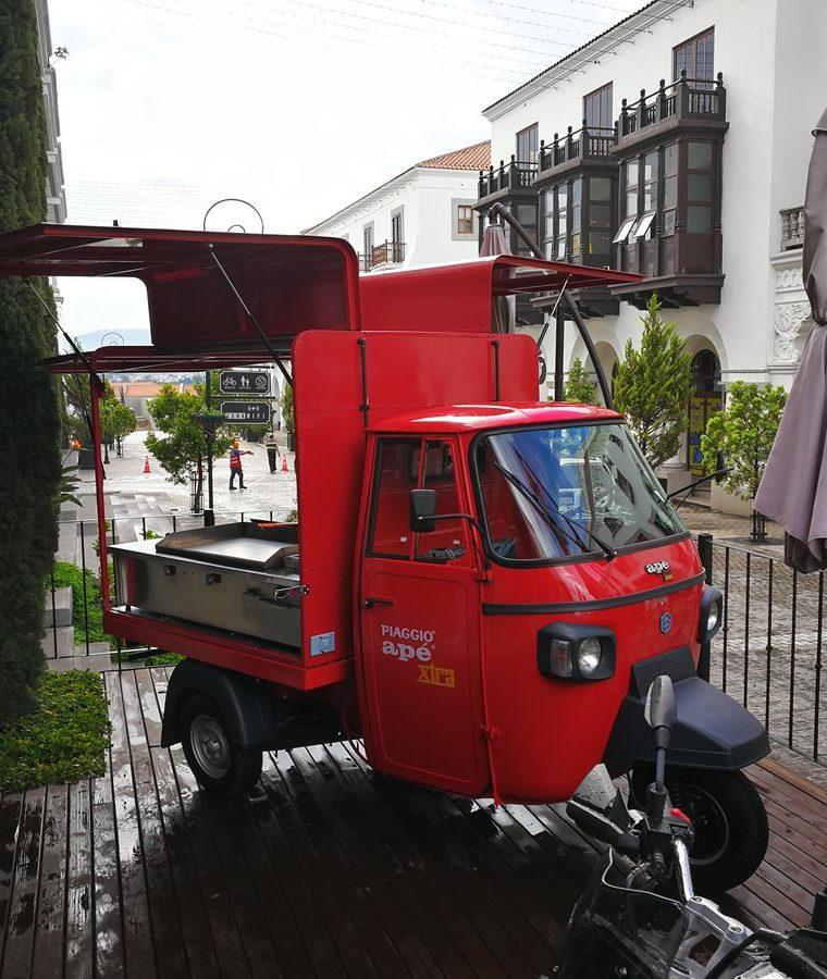 Una de las unidades se ha mostrado en una de las tiendas que distribuye Vespa en Cayalá. (Foto, Prensa Libre: Cortesía Tuksi Box).