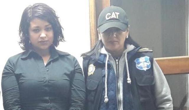"""Diana Alejandrina Quiñones Hernández, alias """"La Gata"""", al momento de su captura. (Prensa Libre Foto: PNC)"""