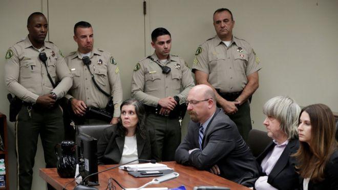 Los Turpin se declararon no culpables en el tribunal de Riverside, California, ante el que comparecieron este jueves. (Foto Prensa Libre: Reuters)