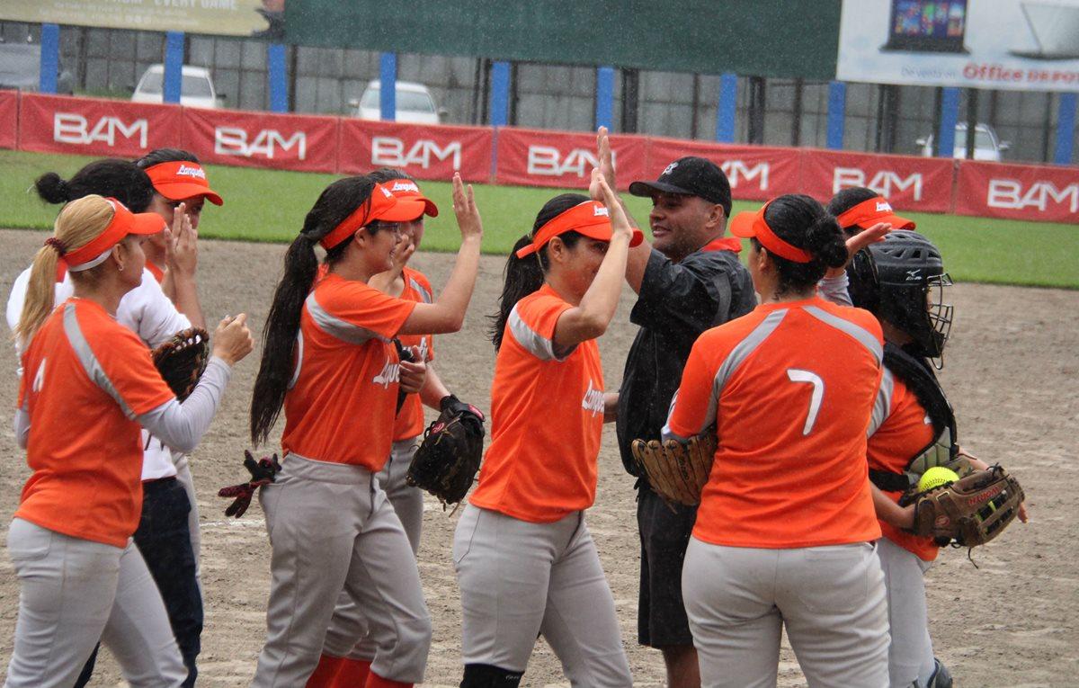 Lanquetín se impone y asume en solitario el liderato del Softbol femenino