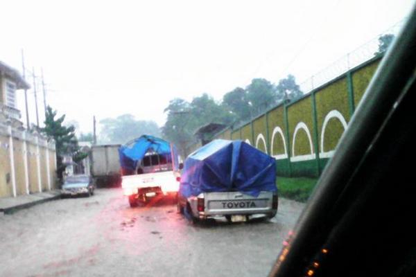 """Lector comparte imagen de cómo se daña con lluvia el tramo de San Antonio Suchitepéquez a Santo Tomás La Unión, Suchitepéquez.<br _mce_bogus=""""1""""/>"""