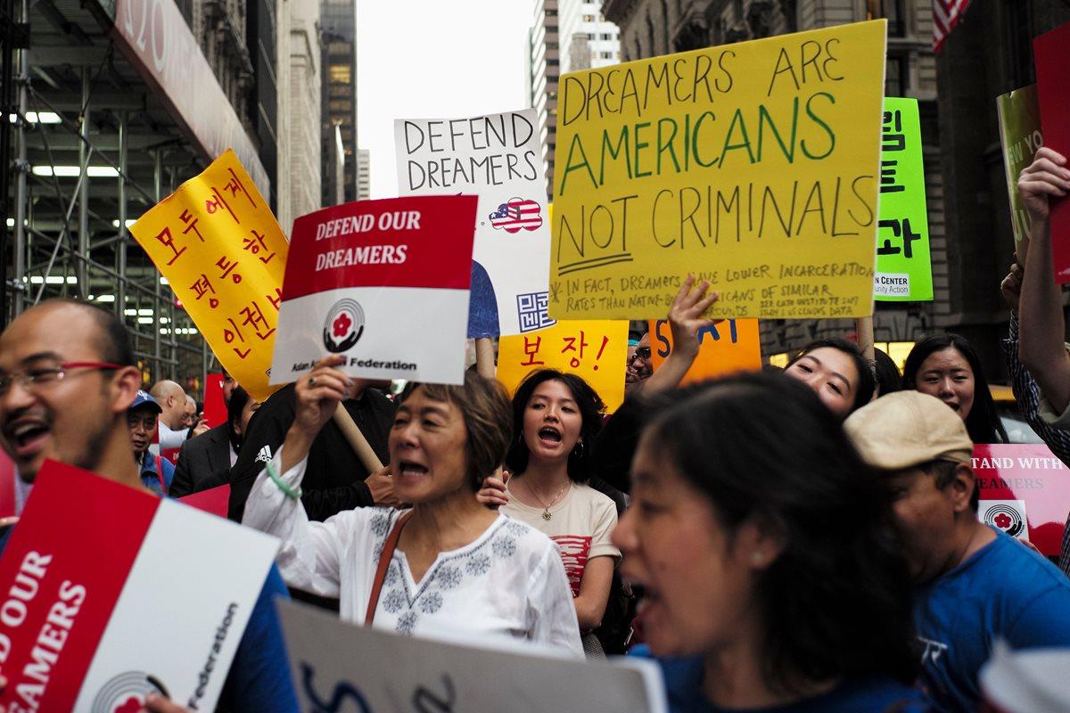 Protestas contra las políticas antimigratorias de Trump en Nueva York. (Foto Prensa Libre: AFP)