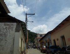 En La Unión, Zacapa, autoridades municipales declararon lesivo un contrato de arrendamiento de lámparas para el alumbrado público. (Foto Prensa Libre: Víctor Gómez)
