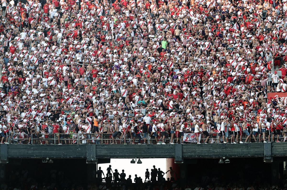 Miles de aficionados de River Plate participaron en la celebración del título del cuadro millonario. (Foto Prensa Libre: AFP)