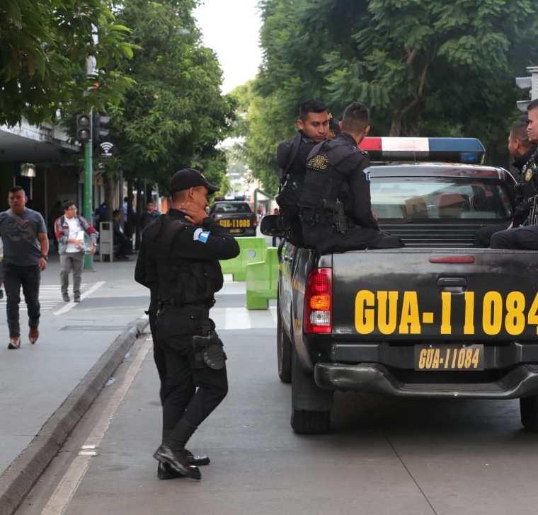 La Policía Nacional Civil enfrenta una serie de cambios en los mandos altos y medios con la gestión de Enrique Degenhart al frente del Ministerio de Gobernación. (Foto Prensa Libre: Enrique Paredes)