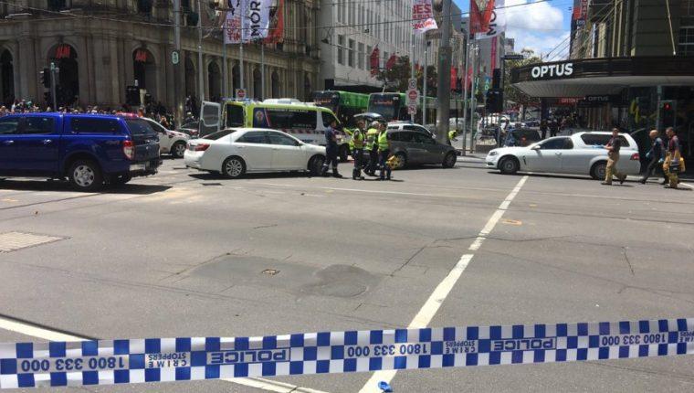 Un sujeto atropella a varias personas en Melbourne, Australia. (Foto Prensa Libre: EFE)