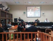 Sindicados en la muerte de Byron Lima escuchan la audiencia de primera declaración a través de videoconferencia. (Foto Prensa Libre: Carlos Hernández)