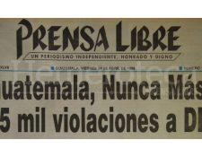 Titular de Prensa Libre del 24 de abril de 1998 informando sobre la presentación del informe del Remhi. (Foto: Hemeroteca PL)