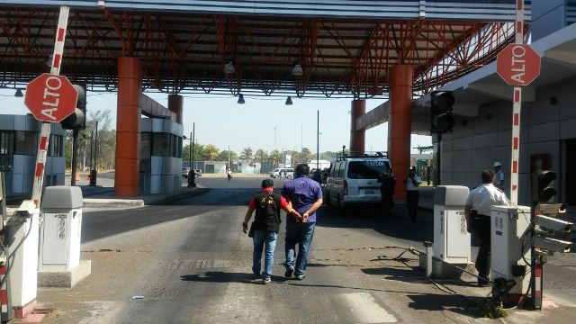 Capturan a personas que defraudaban al Estado en las aduanas. (Foto Prensa Libre: MP)
