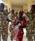 Amina Ali (c), una de las 219 niñas secuestradas fue liberada en Nigeria(AFP).
