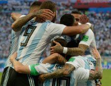 Argentina logró conseguir uno de los boletos hacia la fase de octavos de final, aunque le tocó sufrir de más frente a Nigeria. (Foto Prensa Libre: AFP)