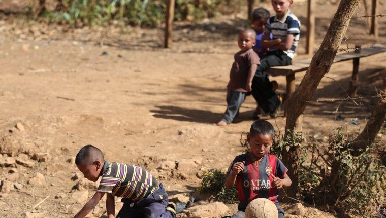 Los niños que logran completar su etapa de desarrollo de forma exitosa logran internamente una estructura cerebral que les permite el aprendizaje necesario para garantizar oportunidades en varios ámbitos de su vida. (Foto Prensa Libre: Esbin García)
