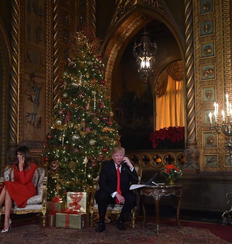 Donald J. Trump y su esposa Melania participan en las llamadas telefónicas en Palm Beach, Florida. (AFP).