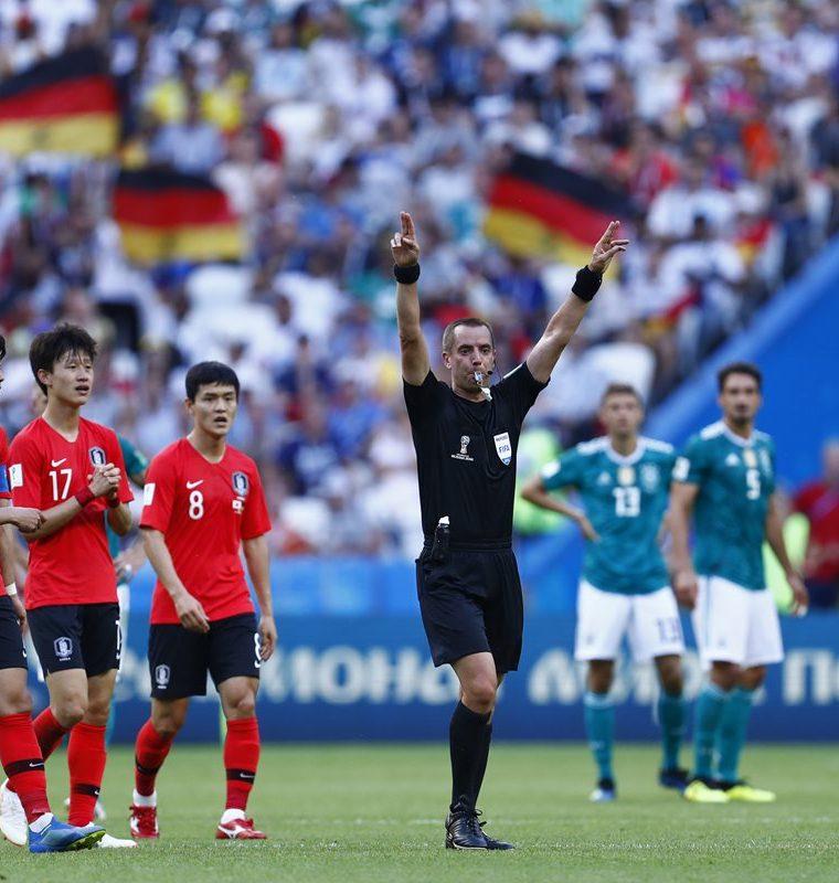 El VAR convalidó el primer gol de los coreanos que consiguen una victoria histórica. (Foto Prensa Libre: AFP)