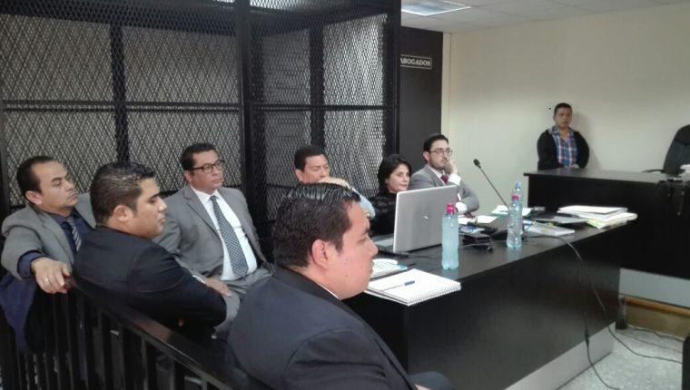 La audiencia de primera declaración de las cinco personas que se entregaron a la justicia se desarrolló en el Juzgado de Mayor Riesgo D. (Foto Prensa Libre: La Red)