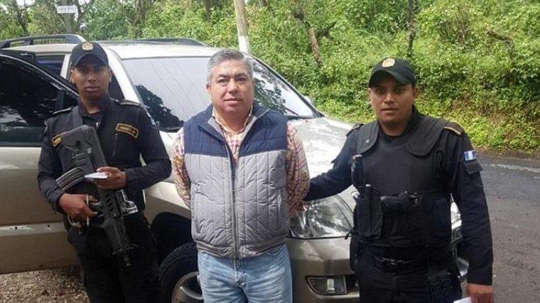 Carlos Herlindo Quintanilla Villegas, de 51 años, fue detenido en Villa Canales, fue trasladado al juzgado que ordenó su captura. (Foto Prensa Libre: Cortesía)