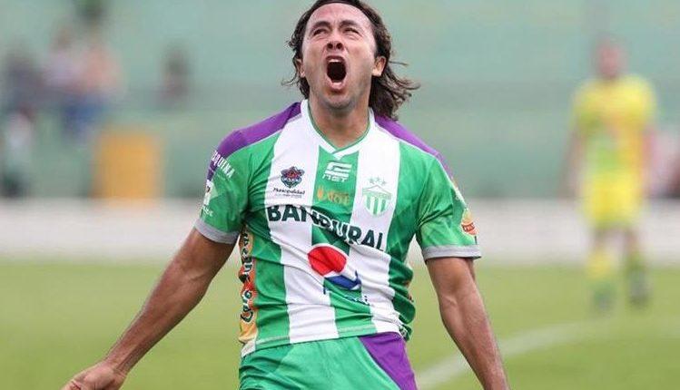 Agustín Herrera volvió a demostrar su poder goleador. (Foto Prensa Libre: Hemeroteca PL)