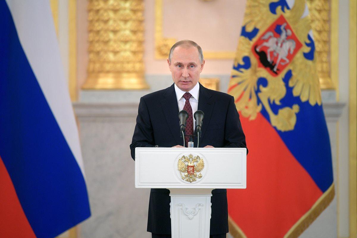 Vladímir Putin advirtió el lanzamiento de más ataques militares por parte de Occidente contra Siria harían peligrar gravemente las relaciones internacionales (Foto Prensa Libre:EFE).