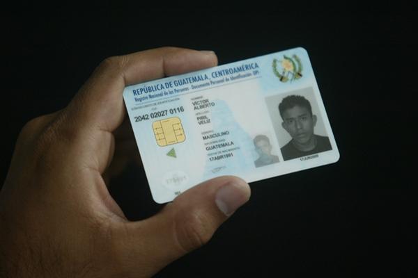 Carne de presentación del Documento Personal de Identificacion (DPI). (Foto Prensa Libre: Archivo).