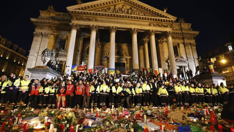 Belgas se han manifestados contra ataques terroristas, pese al miedo. (Foto Prensa Libre: EFE)