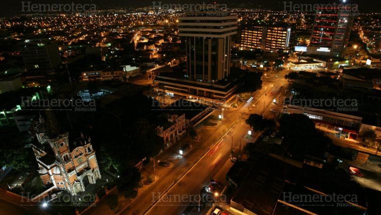 Ciudad de Guatemala de noche. Foto Hemeroteca PL