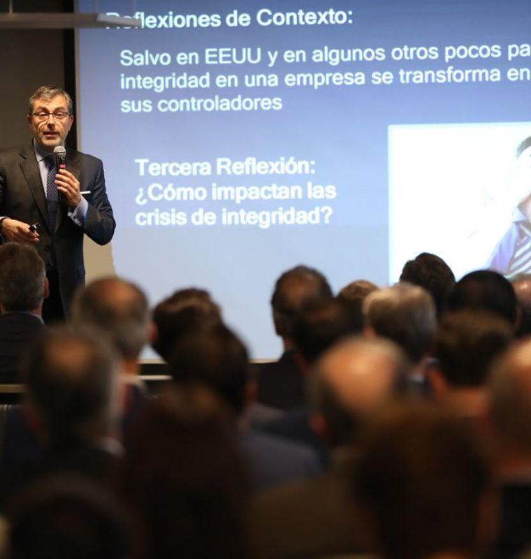 El chileno Gonzalo Smith fue el conferencista invitado en GuateÍntegra quien habló sobre las construcciones de cultura de integridad y transparencia en las empresas. (Foto Prensa Libre: Esbin García)