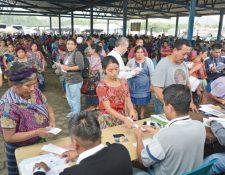 Agricultores recibieron cupón de Q200. (Foto Prensa Libre: Cortesía Maga)